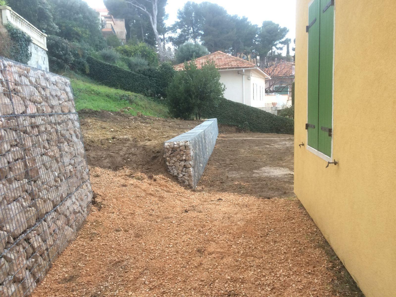 Installation de mur de sout nement en gabion carry le - Mur soutenement gabion ...